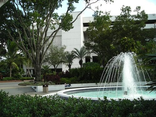 florida_intl_univ-fountain